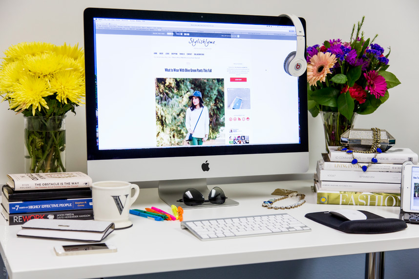 fashion-blogger-desk