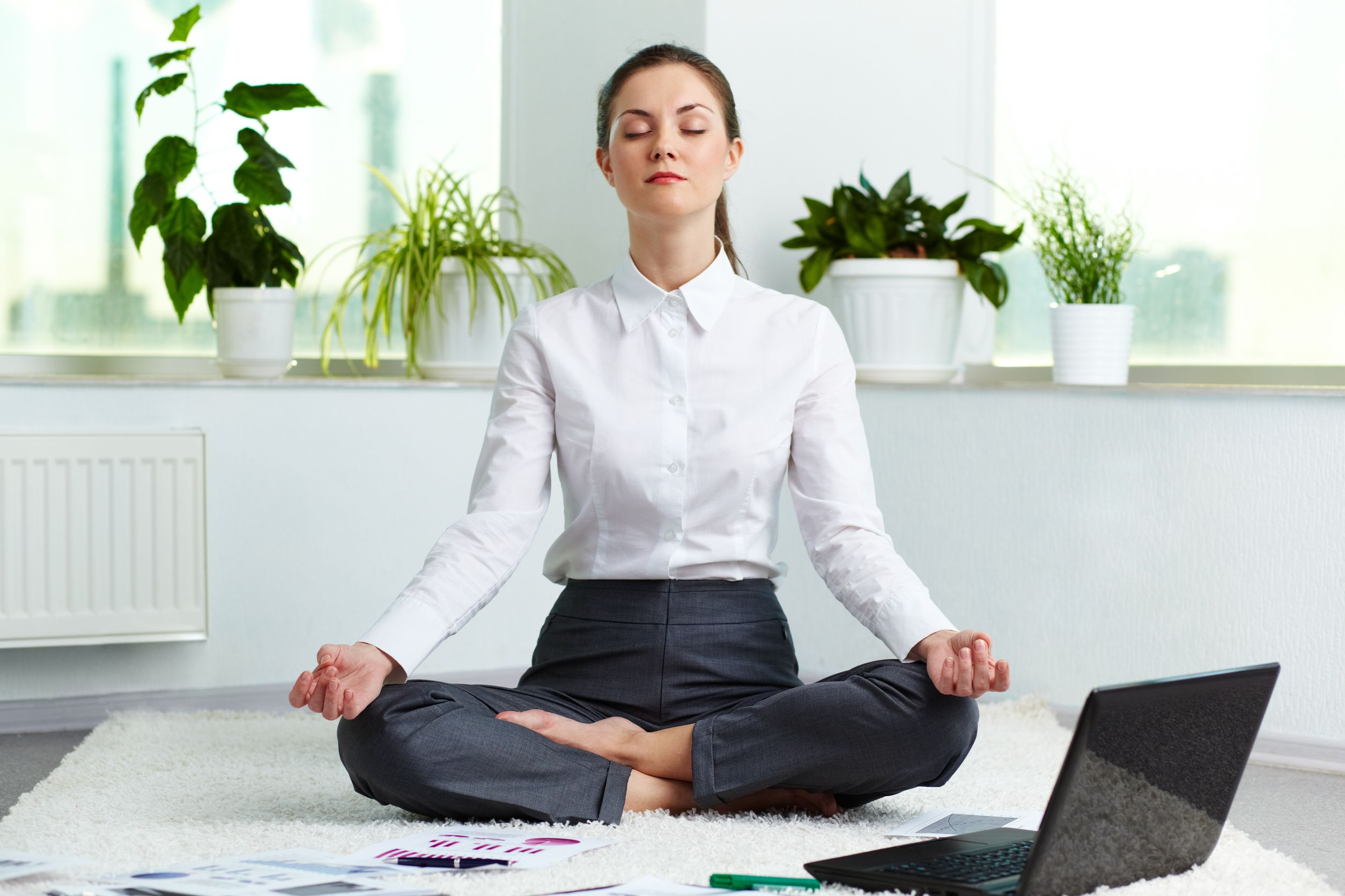Office-Yoga-5-Office-Friendly-Yoga-tips-with-benefits-explained-